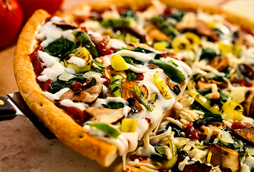 healthy-coconut-pizza-with-vegetables-561561